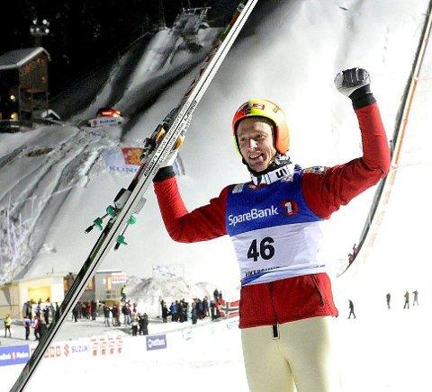 Magisk øyeblikk: Johan Remen Evensen jublet på sletta i Vikersund etter å ha satt to verdensrekorder. Først 243 meter, og deretter 246,5 meter.