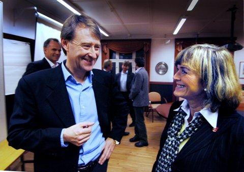 Smil: Bjørn Rune Gjelsten var tidlig ute med å investere i fjordbyen. Her med tidligere ordfører Ulla Nævestad.Foto: Sven-Erik Røed