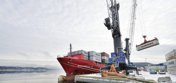 KAN BLI KUNDE: Rederiet Seago kan bli ny, fast kunde i Drammen havn. Nå tester de havna som konteinerhavn. FOTO: TORE SANDBERG