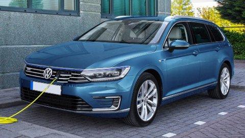 Volkswagen Golf GTE og Passat GTE har solgt som bare det i Norge. Men nå stanser Volkswagen produksjonen.