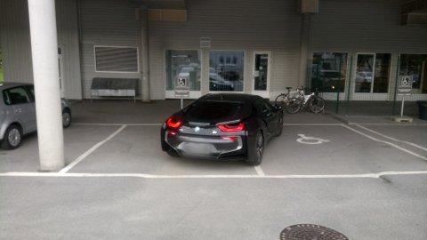 PROVOSERT: – Det er helt forkastelig, sier Knut Inge Mogen om denne parkeringen.