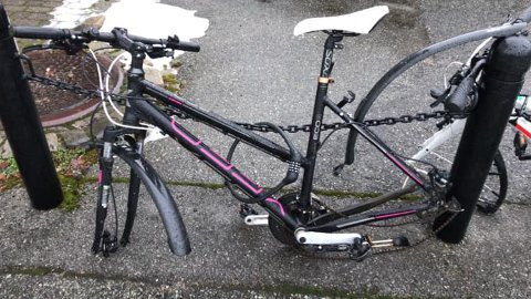 FORDUFTET: Hjulene til Sadi Emecis sykkel var forduftet søndag.