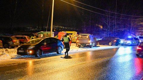 Mandag morgen var tre biler involvert i en trafikkulykke ved Gullaug i Lier på E134.