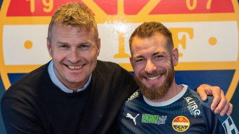 FORNØYD: SIFs sportssjef Jostein Flo var meget fornøyd etter at Martin Spelmann hadde signert.