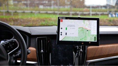 FLATSKJERM: Slik kan en bil med en skjerm for Geofencing se ut.  Foto: FOTO: Remy Eik-Nikolaisen/Sintef