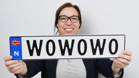Så langt har nordmenn kjøpt personlige bilskilt for om lag 66 millioner kroner. Nesten halvparten av disse pengene har gått til å dekke utgifter – nå forteller seksjonsleder for kjøretøygodkjenning og registrering i Vegdirektoratet, Heidi Øwre, hva pengene har gått til. Foto: Statens Vegvesen.