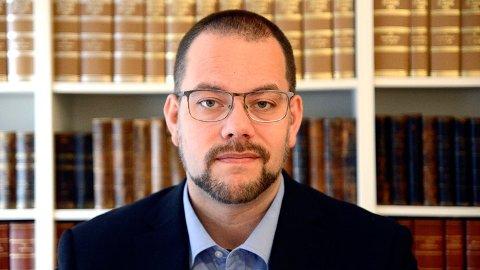 ADVARER: Per Kristian Haugen i Innsamlingskontrollen har fått et ras av klager fra folk som blir nedlesset av fakturaer fra organisasjoner som tigger penger. Han advarer mot å falle for trikset.