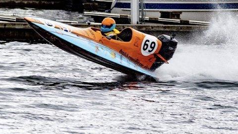 HØY FART: Her er André Faye Solvang i aksjon i GT 30-klassen under VM. Disse båtene har en toppfart på over 90 km/t.