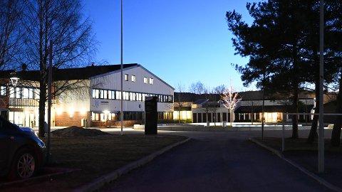 Flere skoler har mottatt trusler i sosiale medier, blant annet har St. Hallvard videregående skole mottatt trusler.