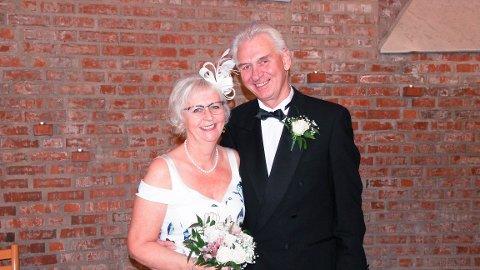 GIFTET SEG: Trinelise og Per Morten ble mann og kone i Åmot kirke forrige fredag. Bryllupsdagen ble spesiell grunnet korona-restriksjoner.