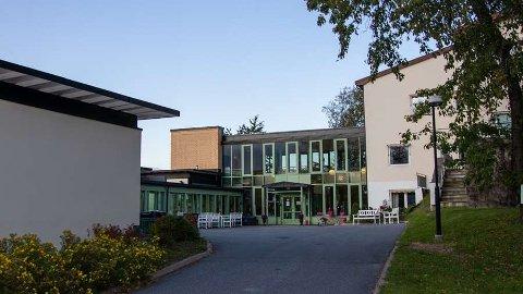 NYTT DØDSFALL: En eldre mann som bodde ved Frdeholt bo- og servicesenter er død av korona-sykdom.