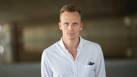 EKSPERT: Simen Stamsø Møller er fotballekspert og kommentator i TV 2. Lørdag kommenterte han Real Madrids kamp mot Osasuna, hvor Ødegaard nok en gang ble sittende på benken.