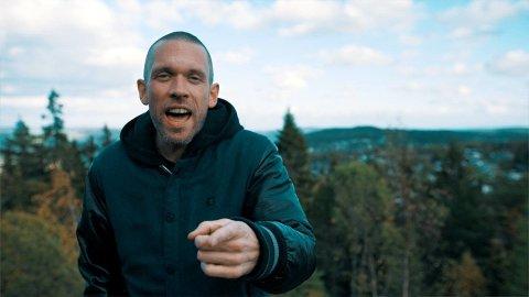 LÅT OM MUNNBIND: Jørgen Eskerud (38) har nå sluppet en låt sammen med Anders Holm (38) alias Fiska og Store Stønad.
