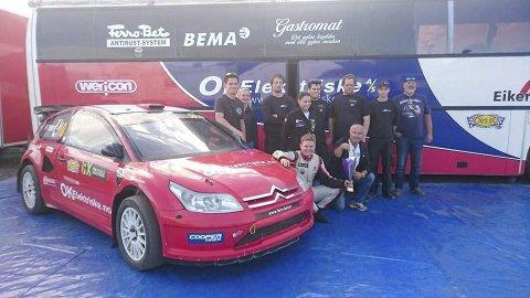 Team: – Jeg har et godt team rundt meg, som består av gode venner. Nå er vi klare for VM supercars i Trondheim, sier Ole Kristian Temte. Foto: Privat
