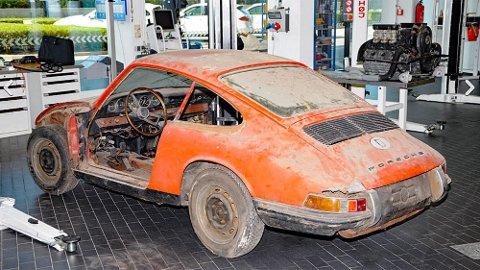 GAMMEL: Slitt, rusten og ikke i nærheten av komplett. Det hindret ikke Porsche-fabrikken fra å betale godt over én million kroner for denne bilen. Foto: Porsche