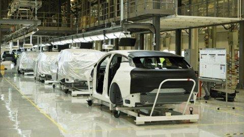 Den helt nye fabrikken er ikke klar enda, bare noen før-serie biler er så langt produsert. I 2019 starter maskineriet for fullt.