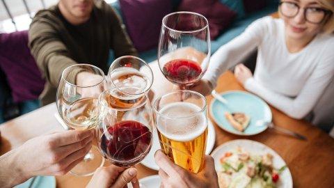 USUNT: De aller fleste er klar over at alkohol er usunt for kroppen. En ny studie viser at farene ved alkohol kan være større enn man tror. Foto: Collourbox