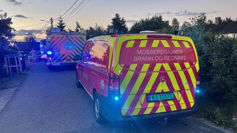 STORUTRYKNING: Ni enheter rykket ut til boligbrann på Verpet i Vestby onsdag kveld.