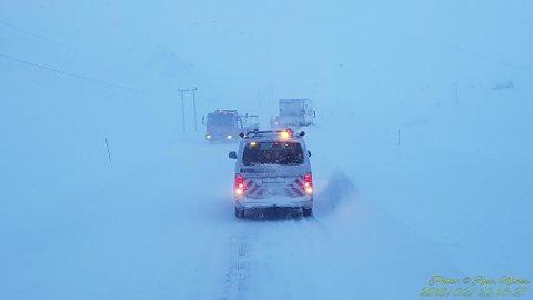 Kjørt ut: En skapbil har kjørt utfor veien på Sarnes. FOTO: Roar Nilsen
