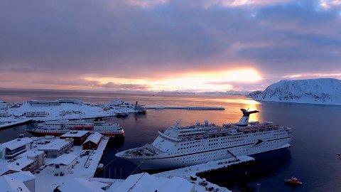 VINTERCRUISE: Dette er ikke cruiseskipet som legger til kai i dag. Bildet er hentet fra forrige vinter og man håper at forholdene skal ligge like godt til rette i dag som det gjorde ved denne anledningen.