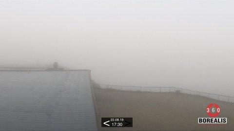 Det er utfordrende værforhold å lete i på Nordkapp akkurat nå.