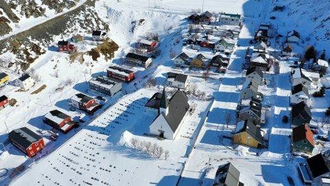 PRESTELØS: Kjøllefjord har en vakker kirke, men ingen har  søkt den ledige prestestillingen i Lebesby menighet.