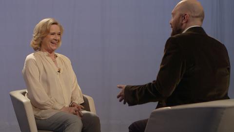 FANN TONEN: Engesæth var overraska over at dei som stilte opp til intervju faktisk var fans av programma. Her med Liv Ullmann.