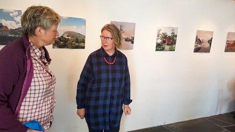 Karen Bakken (t.h.) med ein visuell ode til Fanøya.