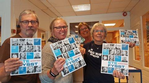 NYNORSK SJARMOFFENSIV: Arne Kleiva (leiar i Naustdal mållag), Anne Britt Fedøy (Selja Forlag),  Norunn Ulvedal (nestleiar i Førde Mållag)og Ingrid Søyland (leiar i Jølster Mållag) tek spanderbuksene på og gir bort 700 bøker til vidaregåande-elevar i Florø og elles i Sunnfjord denne veka.