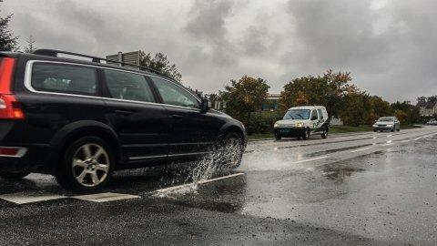 REGN: Det blir både grått og vått i Sunnfjord i dagane som kjem. Her frå Evja i Florø.