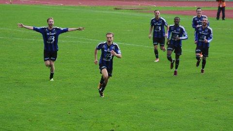 3-1: Luc Jeggo sklir inn 3-1 mot Viking, det som skulle vise seg å bli sigersmålet.