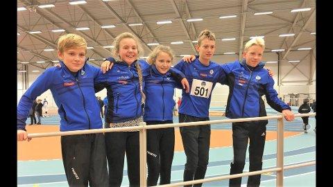 FEM FRÅ FLORØ: Dei lot seg ikkje stoppe av regn og vind dei fem utøvarane frå Florø. F.v. Erlend Sunnarvik (11), Anna Barlund (11), Pernille Hessvik Holme (11), Jonathan Steindal (13)og Oscar Ellingsund (13).
