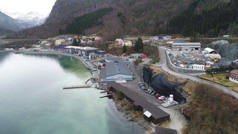 Steinvik-eigde Breivika Eigedom i aktivitet med å bygge ut landbasert anlegg for både laks og marinfisk i Svelgen.