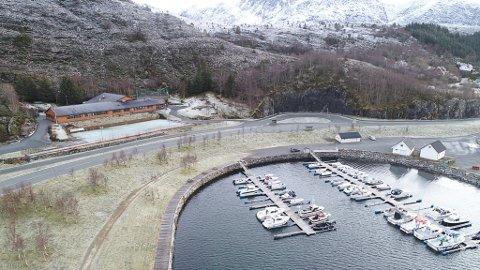 Dronefoto av Rugsundbrua og Kolset oppvekst i januar 2020.