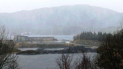 RULLAR VIDARE: Politiet har bestemt seg for å etterforske vidare kva som skjedde i samband med den ulovlege steinfyllinga som blei laga i Vågsøy.