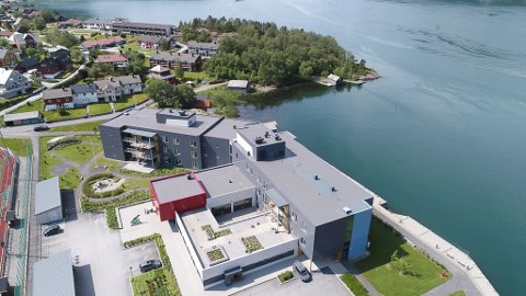 NAUSTNESET: Grøntområdet og nausta ved omsorgssenteret er foreslått verna i utkast til ny arealplan for Bremanger kommune.