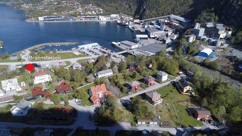 BRANNSTASJON PLASSERING: Den nye brannstasjonen i Svelgen vil bli plassert tett ved Elkem Bremanger.