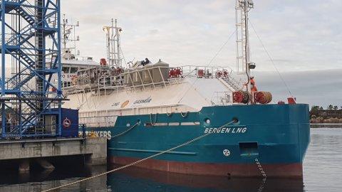 """FØRSTE I SITT SLAG: """"Bergen LNG"""" - landets første bunkringsskip for naturgrass er blitt eit trygt og sikkert skip, slår prosjektleiar Praveen Mishra fast."""