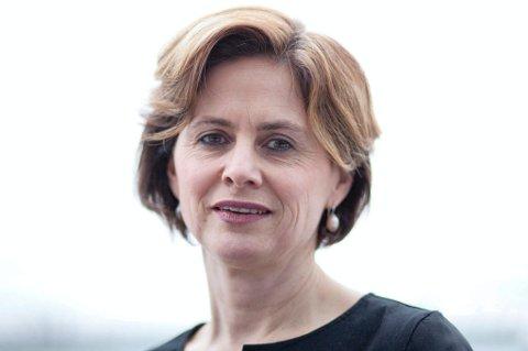 Utdanningsdirektør Åslaug Krogsæter er redd uklare vedtak og manglande opplysningar om klagerett går ut over tilliten til skulen.