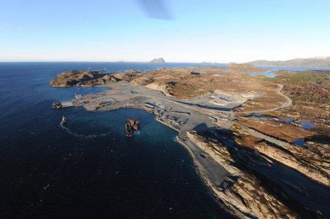KRAFTLINE: Oljeselskapet Neptune skal no betale 75 millionar kroner til kraftline og transformatorstasjon på Lutelandet. Dette bildet er frå anleggsarbeidet på øya i Fjaler.