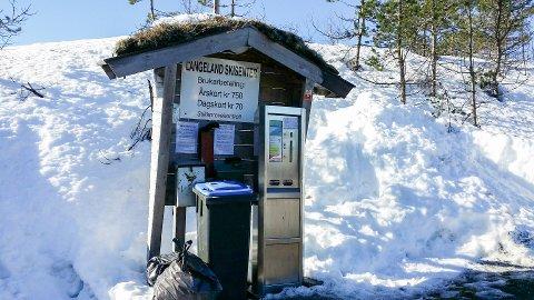Denne automaten gjer det enkelt å betale for seg på skisenteret. Likevel er det nokre som gir blaffen i den.