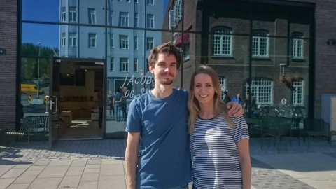 Jørn Solås og Marta Laukeland Kleiven i Trondheim sentrum. Men no vil dei heim til Trivselsfylket.