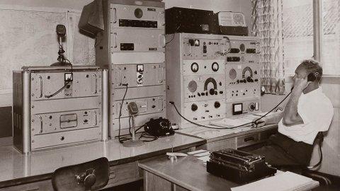 Audun Melvær på Florø Radio kring 1960, då radioen heldt til i meieribygget i Strandgata. Han vart seinare styrar ved radioen.