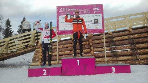 Gjøran Tefre med det synlege beviset på at han er beste U23-løpar i Norge dette året. På dagens NM-femmil vart han nummer 9.