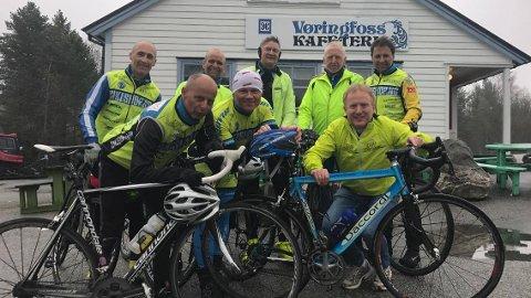 Her er syklistane like før oppstigninga til Hardangervidda.