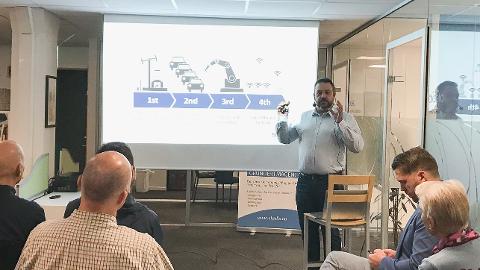 NYTT SELSKAP: Senseye skal utvikle digitale løysingar for mellom anna Fjord1. Her held Sten Ingve Hellevang ein presentasjon om den nye bedrifta.