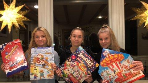 TESTARANE: Ailin Solheim Solvik, Synnøve Solheim Valvik og Ida Sofie Hauge (rekkefølge frå venstre), har testa ut fire av årets sjokoladekalendrar.