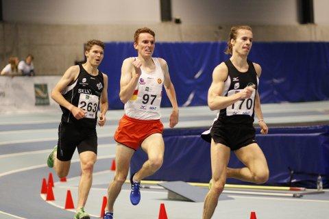 TUNGE BEIN: Marius Vedvik sprang inn til ein 3.-plass på 3000 meter på søndag. Dagen før sprang han 1500 meter.