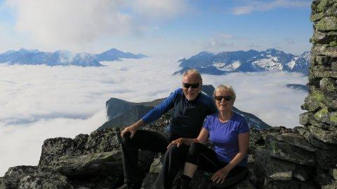 Jakta (1588 moh) ved Hjørundfjorden har vore eit turmål i mange år. Først i pensjonsalderen nådde vi toppen.