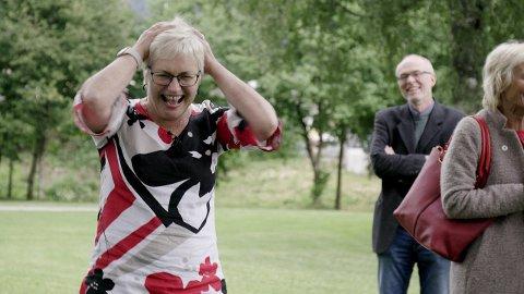 OVERRASKA: Festivaldirektør Hilde Bjørkum vart lurt etter alle kunstens reglar då kollegaer arrangerte fest for henne.